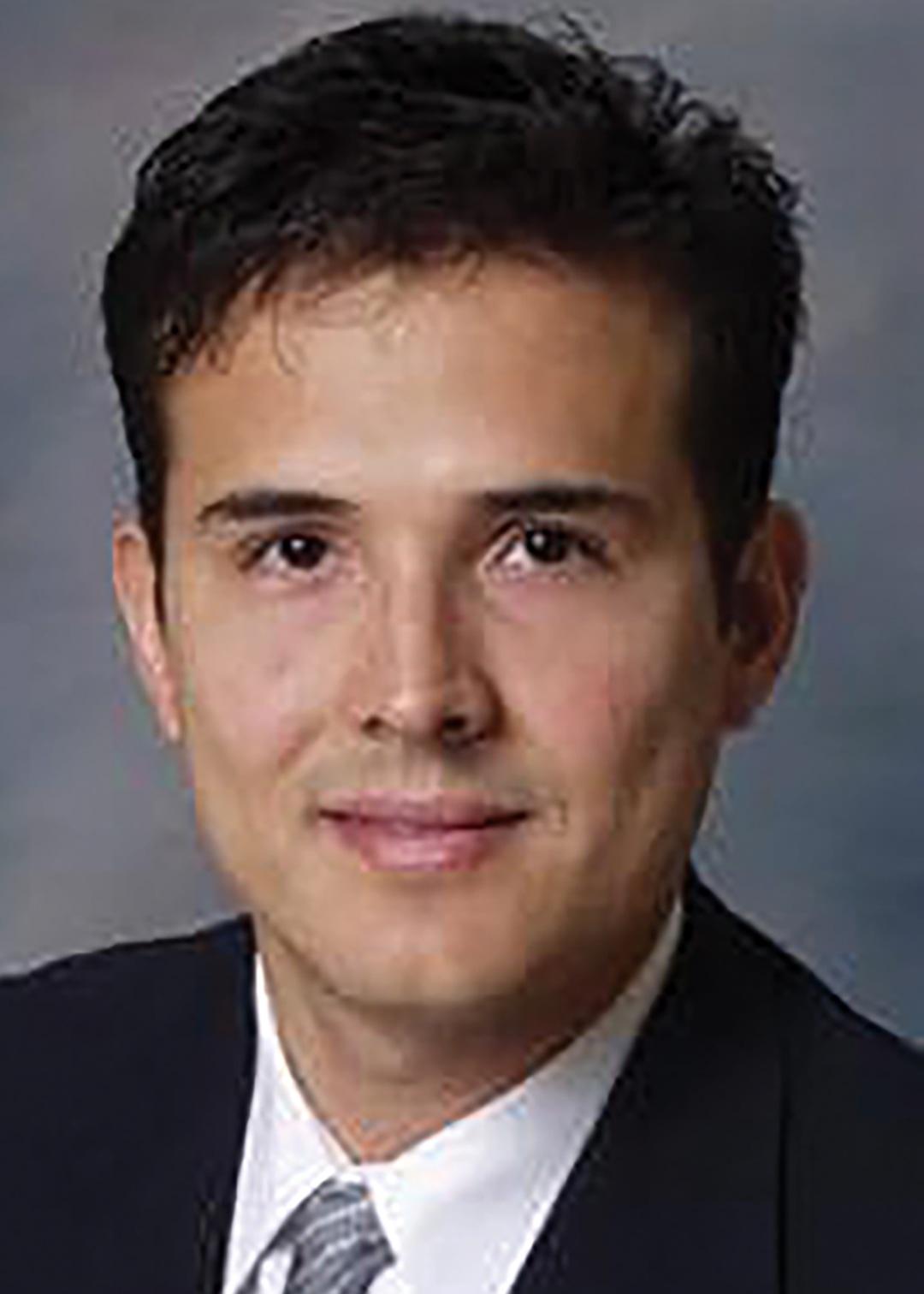 Dr. Alejandro Esquivel